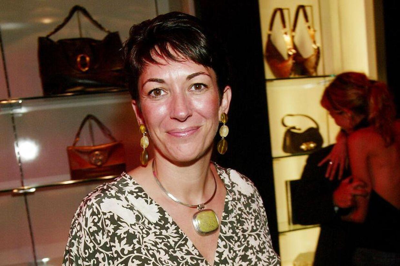 Livet på første klasse er slut for 58-årige Ghislaine Maxwell. Her ses hun ved åbningen af en ny eksklusiv Yves Saint Laurent-boutique i New York i sine velmagtsdage.
