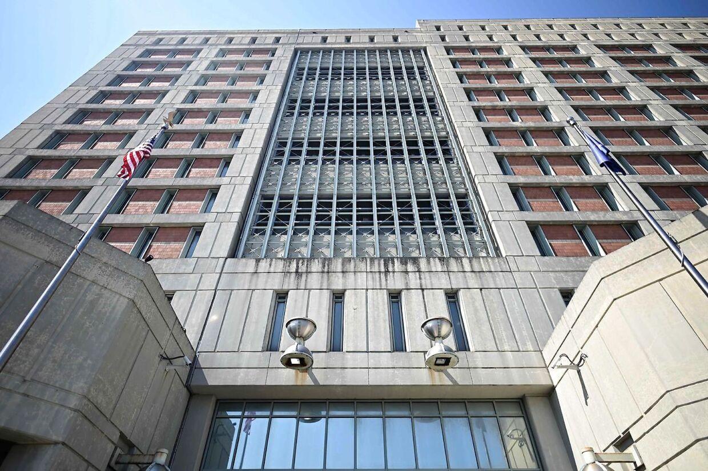 1.600 fanger er der plads til i New Yorks Metropolitan Detention Center. Ghislaine Maxwell er en af dem.