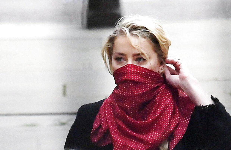 Sådan så det ud da, Amber Heard mødte op i retten for at høre Johnny Depps beskyldninger.