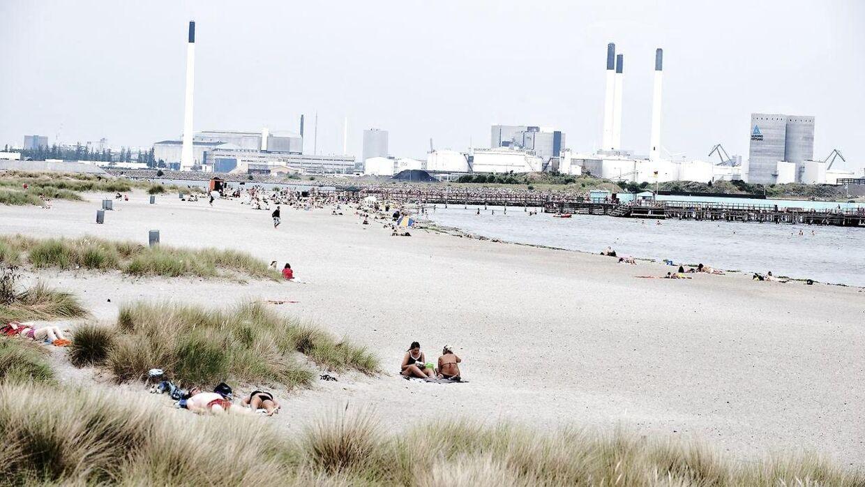 Badende i solskin på Amager Strand onsdag 21. juli 2010.
