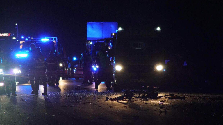 Sønderjyske Motorvej sent tirsdag aften: Spøgelsesbilist kører frontalt ind i lastbil.