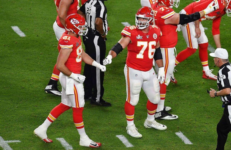 29-årige Laurent Duvernay-Tardif (i midten med nummer 76) i aktion under Super Bowl 2020 mod San Francisco 49ers. En kamp, som Kansas City Chiefs i sidste ende vandt 31-20.