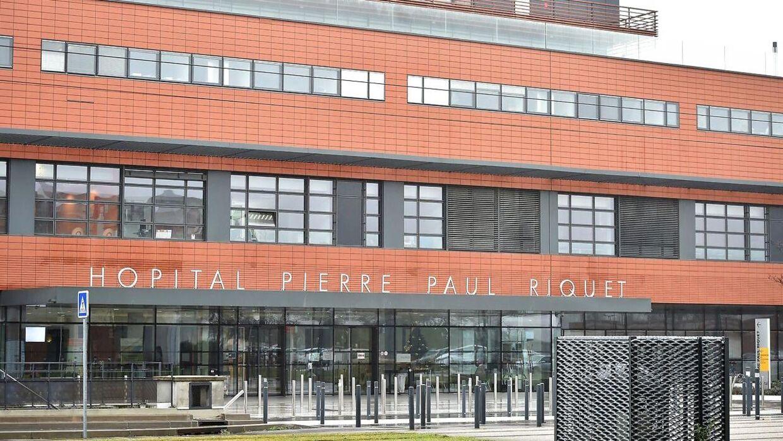 Det er på Universitetshospitalet i Toulouse i Frankrig, at prins Joachim er blevet opereret for en blodprop i hjernen. Prinsens tilstand er stabil efter en vellykket operation sent fredag aften, oplyser Kongehuset.