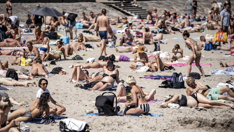 Foto fra arkivet - her fra årets varmebølge ved Svanemøllen Strand nær København, onsdag den 24. juni 2020. Ugen bød på temperaturer op til 28 grader flere steder i landet, og ifølge DMI kan vi nærme os lignende vejr i den kommende weekend.