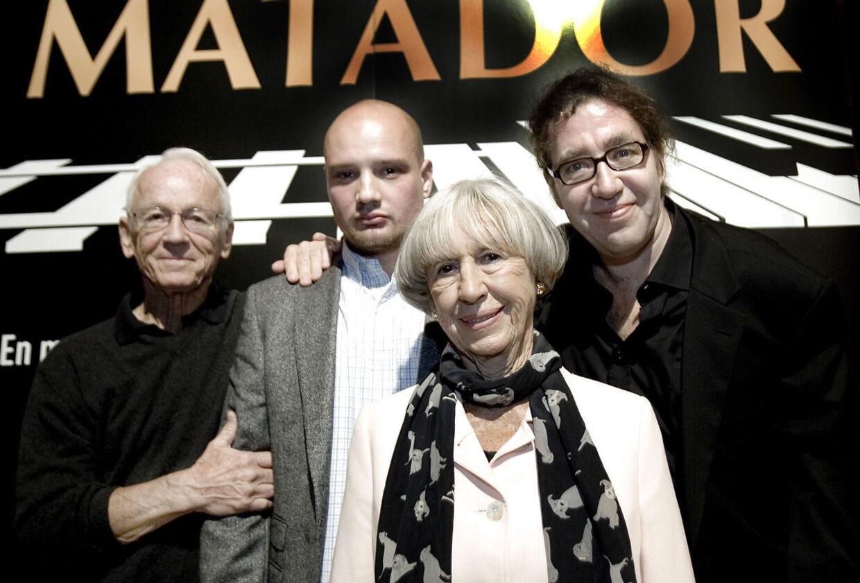 Bent Fabricius-Bjerre og Clemens med Lise Nørgaard og Peter Langdal i forbindelse med 'Matador'-musicalen.