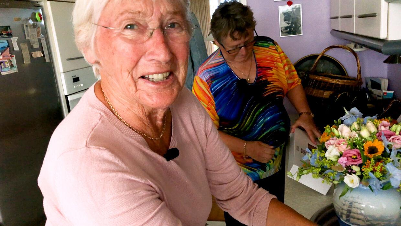 Selv om Ruth er 81 år, er hun stadig superfrisk. Hun kan både passe sit eget og Helles hus.