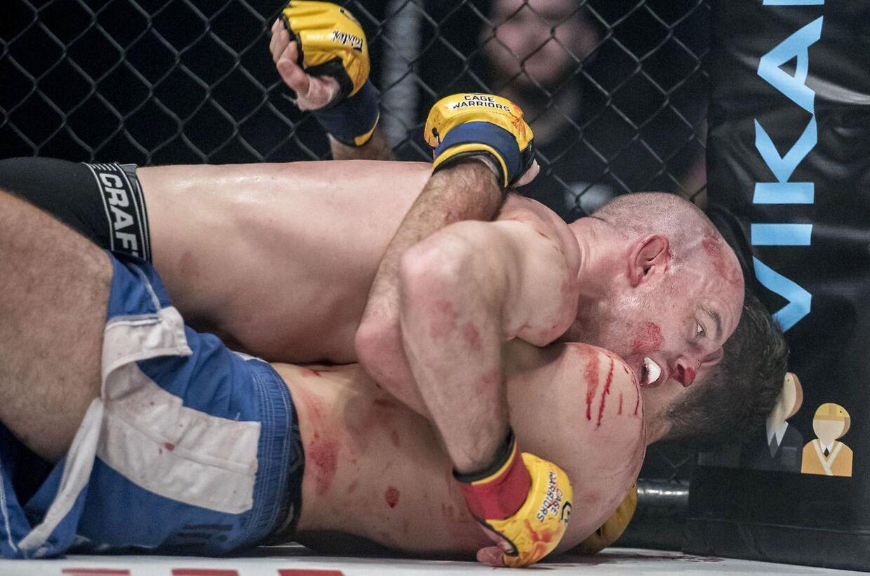 Inden skiftet til UFC kæmpede Mark O. Madsen i Cage Warriors. Her ses han i aktion mod Thibaud Larchet lørdag 9. marts 2019 i K.B. Hallen på Frederiksberg.