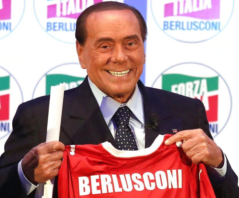 Silvio Berlusconi er ejer og manden bag AC Monza. Tidligere har han også stået i spidsen for storholdet AC Milan.