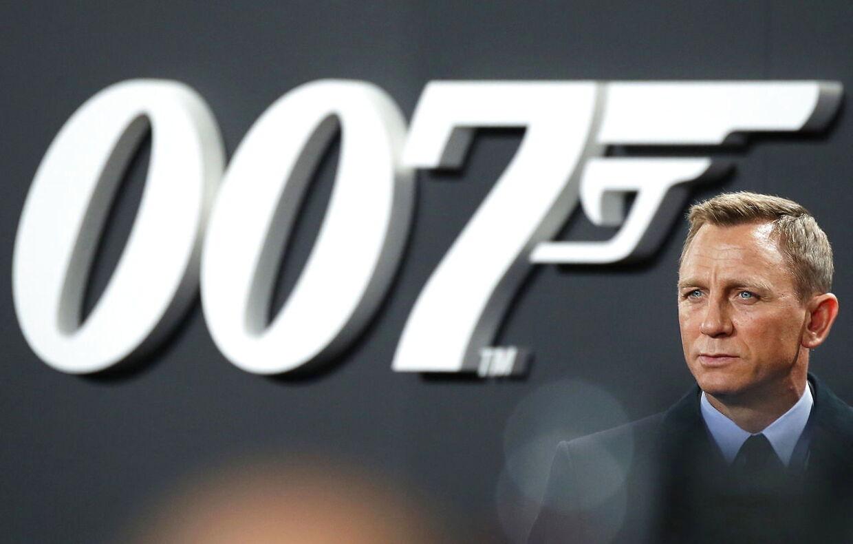 Den sidste James Bond-film solgte over en million billetter i Danmark. Den seneste skulle have haft premiere i sommer. Nu ser det ud til, den måske først kommer i 2021.