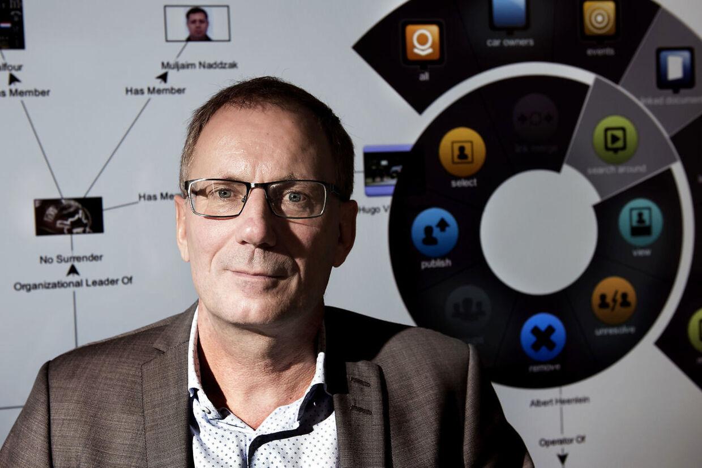 Svend Larsen, politidirektør, fik travlt 11. marts. Fra et hastemøde i AC-gruppen skyndte han sig til møde i krisestaben, hvor han fortalte om de politiske ønsker.