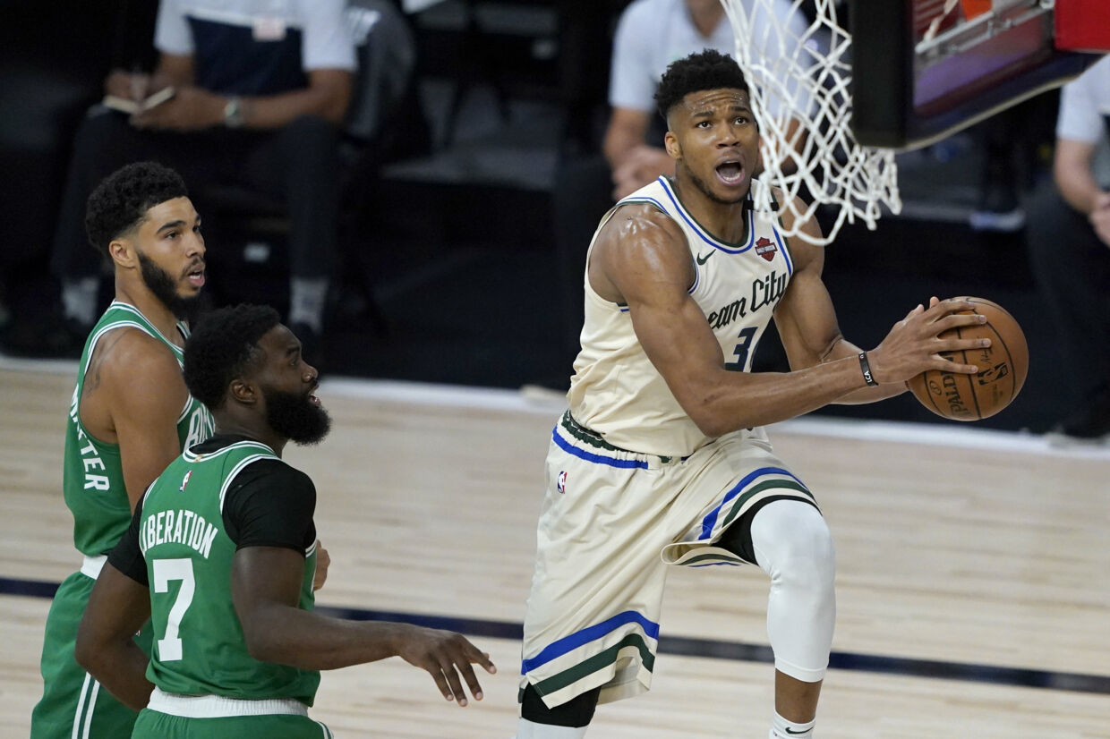 Med 36 point og 15 rebounds førte Giannis Antetokounmpo natten til lørdag Milwaukee Bucks til en 119-112 sejr mod Boston Celtics. Ashley Landis/Ritzau Scanpix