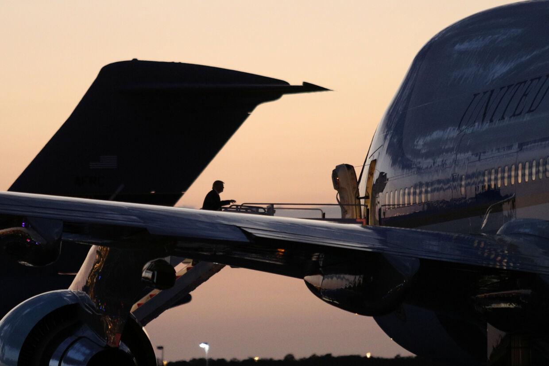 Præsident Donald Trump siger fredag aften lokal tid fra præsidentflyet Air Force One, at han vil forbyde den kinesiske app TikTok i USA. Tom Brenner/Reuters