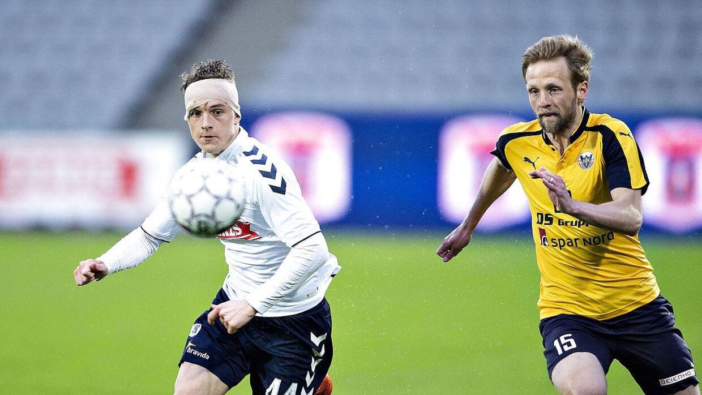 AGF's Magnus Kaastrup mod Hobros Björn Kopplin i Alka Superliga gruppespilskampen mellem AGF og Hobro IK på Ceres Park i Aarhus , 23.april 2018.. (Foto: Henning Bagger/Ritzau Scanpix)