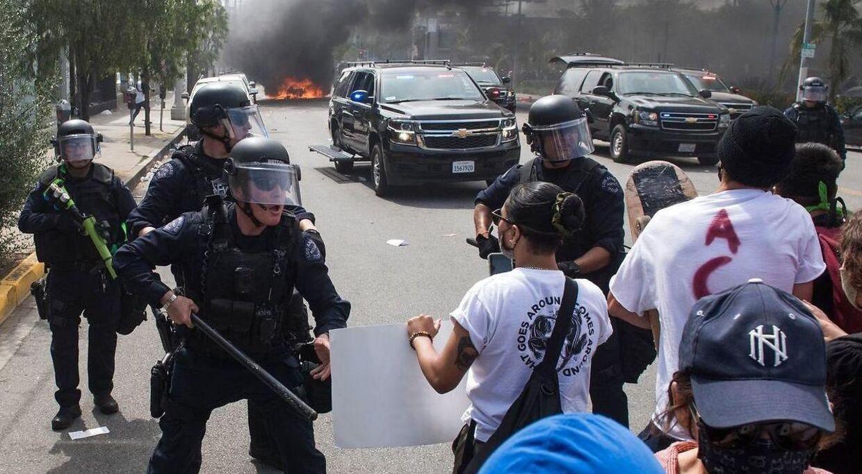 Politiet i LA har af mange amerikanere fået stor kritik for deres håndtering af Black lives Matter-demonstrationer.