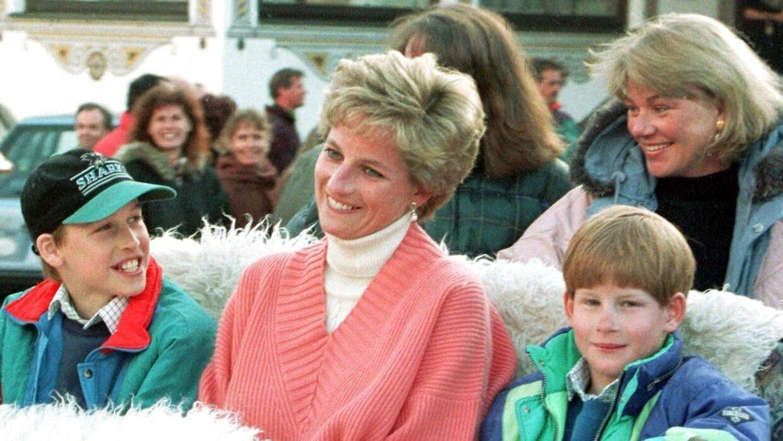 Diana sammen med sønnerne, William og Harry.