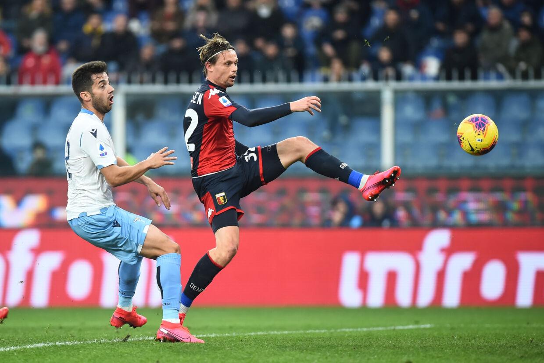 Peter Ankersen (th.) og Genoa har skæbnen i egne hænder, når holdet nok en gang spiller for overlevelse Massimo Pinca/Reuters
