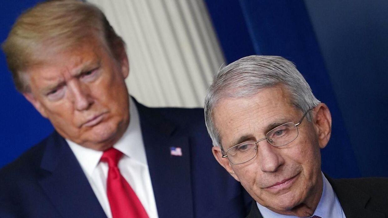 De amerikanske borgere har noget mere tiltro til USA's toprådgiver på sundhedsområdet, Anthony Fauci, end til Donald Trump.