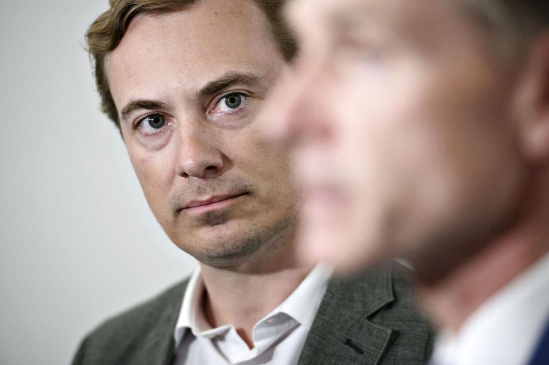 (ARKIV) Kristian Thulesen Dahl (DF) og Morten Messerschmidt (DF) ankommer til sættemøde om klimaforhandlinger mellem Folketingets partier og regeringen i Finansministeriet i København, tirsdag 26. maj 2020. Søren Espersen har været næstformand i Dansk Folkeparti siden 2012. Nu afløses han af Morten Messerschmidt. Det skriver Ritzau, mandag 3. august 2020. (Foto: Philip Davali/Ritzau Scanpix)