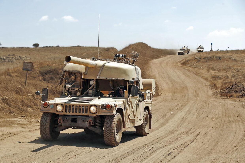 Israelske styrker samler sig omkring Golanhøjderne på grænsen til Syrien