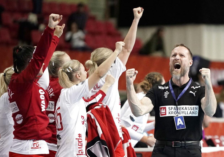 Vi er vant til at se Klavs Bruun sådan her på trænerbænken - men nu venter en ny funktion hos Superligaklubben Lyngby.