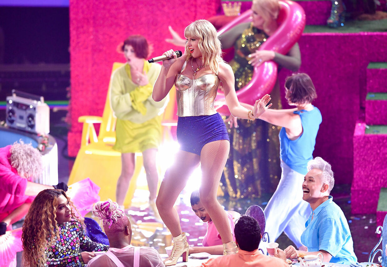 Taylor Swift på scenen til MTV Video Music Awards i 2019.