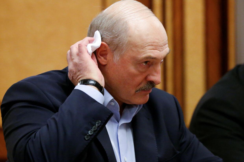 Hvideruslands præsident, Alexander Lukasjenko, beskylder Rusland for at lyve om en påstået sammensværgelse, der omfatter lejesoldater, og som angiveligt skal destabilisere hans land op til  præsidentvalget i denne måned. Pool New/Reuters