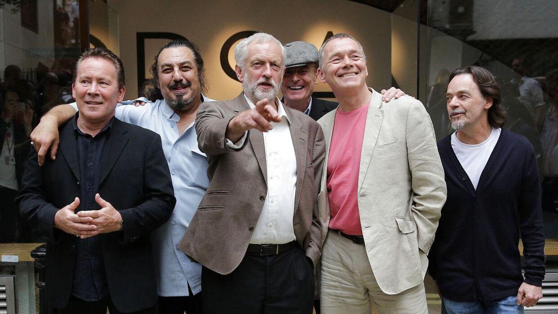 UB40-sanger Duncan Campbell (anden fra højre) støttede Labour-leder Jeremy Corbyn under den britiske valgkamp.