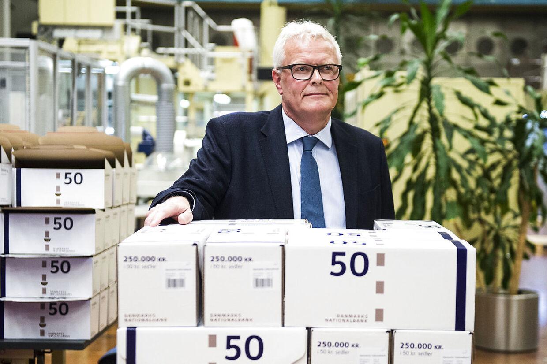Den afgående ntionalbankdirektør Hugo Frey Jensen fotograferet i Nationalbanken i anledning af den interne produktion af sedler og mønters ophør ved udgangen af 2016.