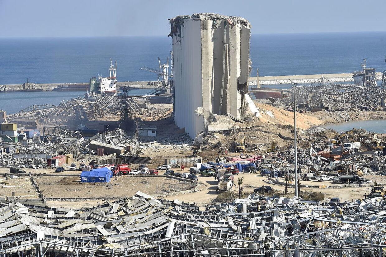 Et luftfoto af havneområdet viser ødelæggelserne fra eksplosionen. EPA.