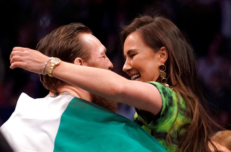 Conor McGregor ses her sammen med sin kommende hustru.