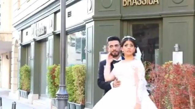 Efter et brag stivner brudens blik. Foto: Screenshot af video