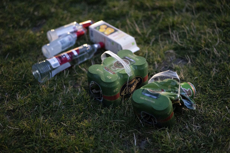 Arkivfoto. I de varme nætter samles unge i parker for at drikke og feste.