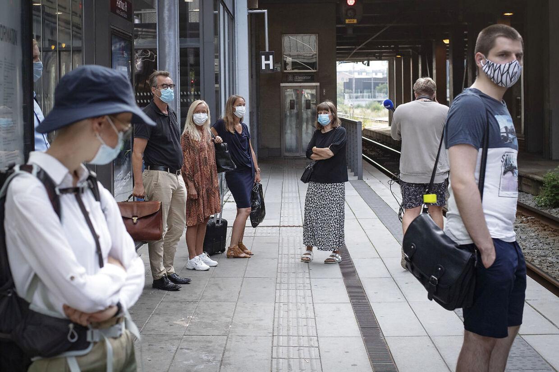 Passagerer med mundbind i offentlig transport i Aarhus, mandag 10. august 2020. Krav om mundbind blev indført fredag 7. august 2020.