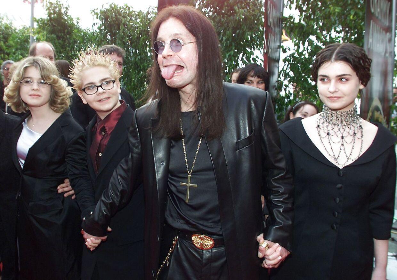 Ozzy Osbourne med sine tre børn, Kelly, Jack og Aimée, i 2000.