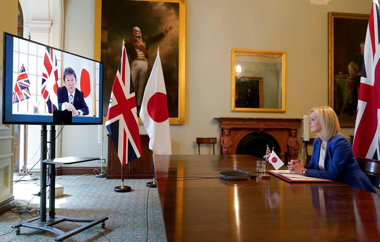 Liz Truss og Toshimitsu Motegi indleder forhandlingerne i starten af juni. De mødtes i London i sidste uge.