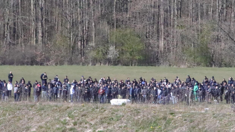 I april 2020 var op mod 100 muslimer samlet til en begravelse i Brøndby, hvor dette billede er taget. Nu har en muslimsk begravelse i Aarhus medvirket til yderligere smittespredning