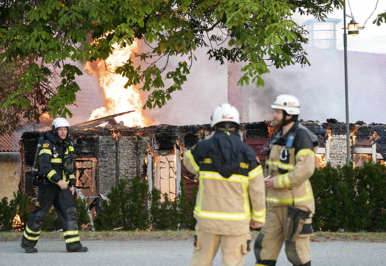 Branden brød ud omkring klokken 04:00 natten til onsdag.