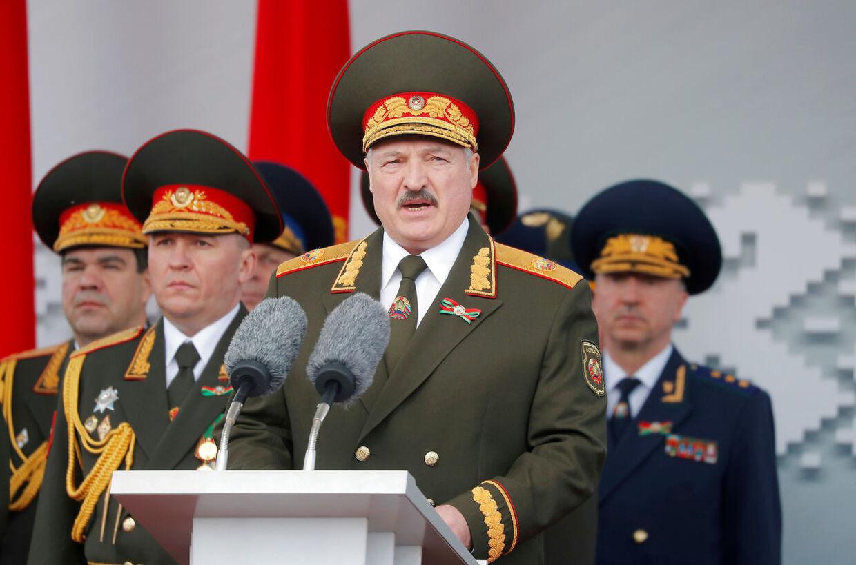 Hvideruslands præsident Alexander Lukasjenko, også kendt som 'Europas sidste diktator', blev søndag genvalgt med 80 procent af stemmerne. Siden har der været massive protester i ikke mindst Minsk, der er landets hovedstad.