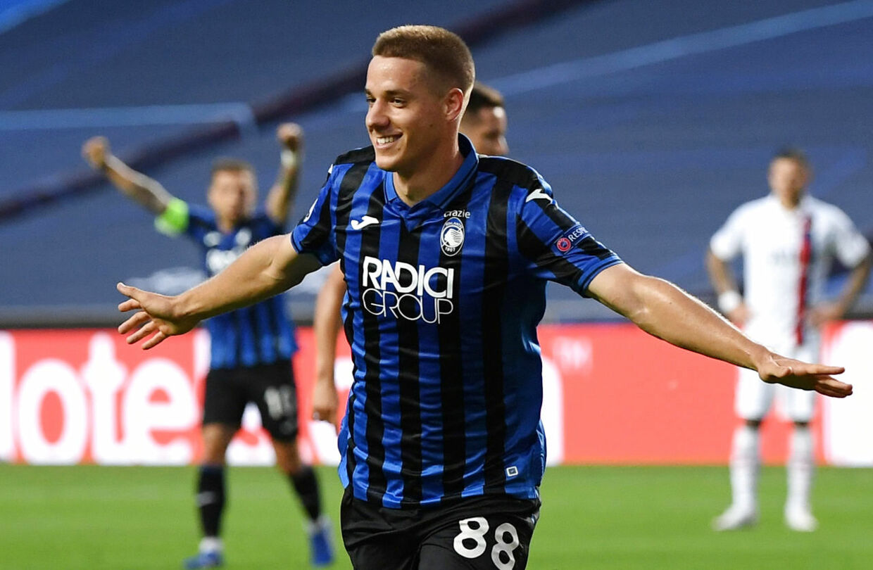 Soccer Football - Champions League - Quarter Final - Atalanta v Paris St Germain - Estadio da Luz, Lisbon, Portugal - August 12, 2020 Atalanta's Mario Pasalic celebrates scoring their first goal, as play resumes behind closed doors following the outbreak of the coronavirus disease (COVID-19) David Ramos/Pool via REUTERS