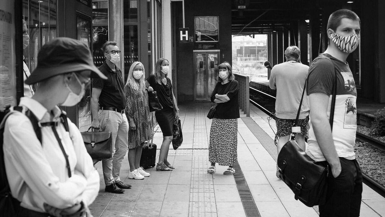 Passagerer med mundbind i offentlig transport i Aarhus, mandag den 10. august 2020. Krav om mundbind blev indført fredag den 7. august 2020.. (Foto: Bo Amstrup/Ritzau Scanpix)