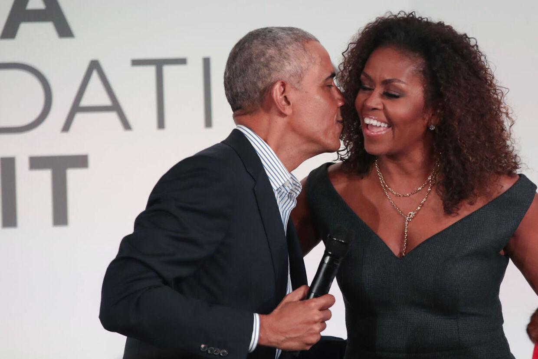 Både hr. og fru Obama vil tale til demokraternes computer-konvent.