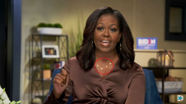 Michelle Obama havde en halskæde med ordet 'VOTE' rundt om halsen under sin tale.