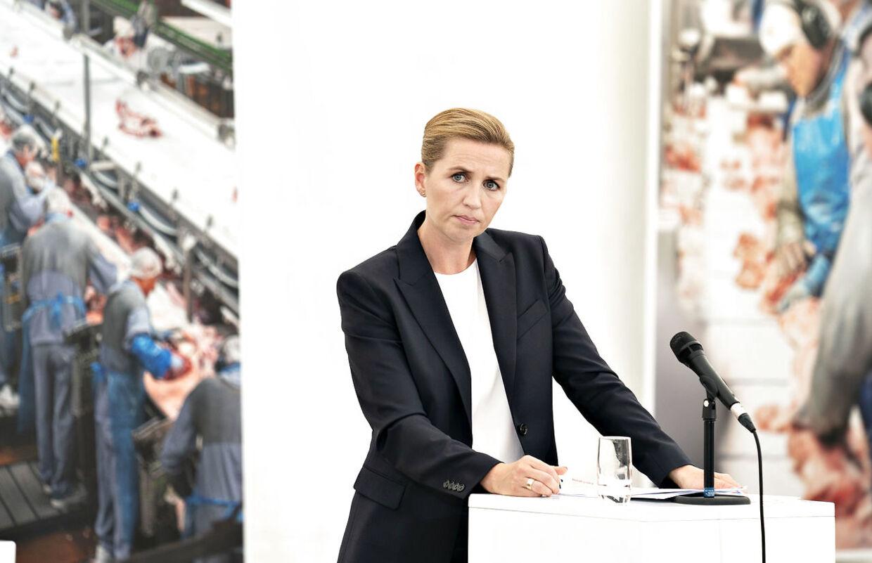 Statsminister Mette Frederiksen præsenterede i dag regeringens nye udspil: Ny ret til tidlig pension - værdig tilbagetrækning for alle. Der bliver 'mærkbart' mindre at forsøde tilværelsen med som pensionist, siger ekspert.