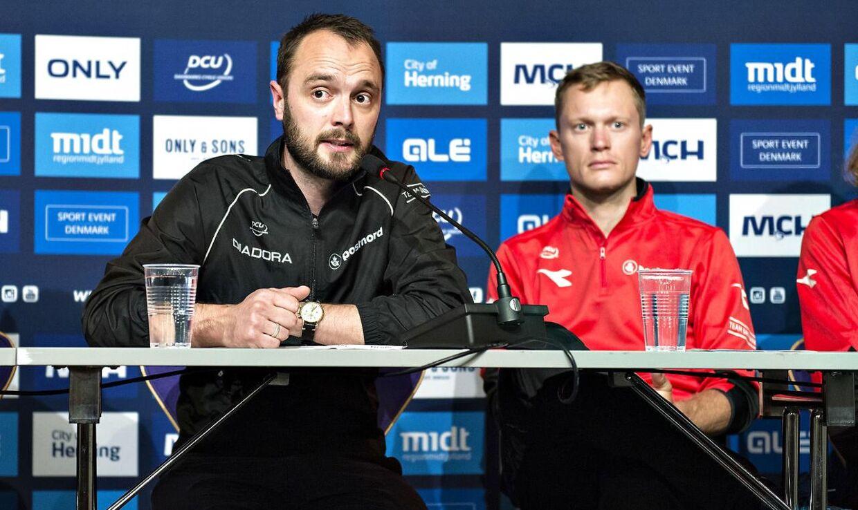 Landstræner Anders Lund (tv.)
