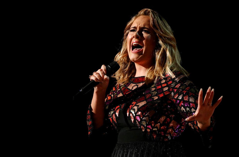 Adele til Grammy Awards i 2017.