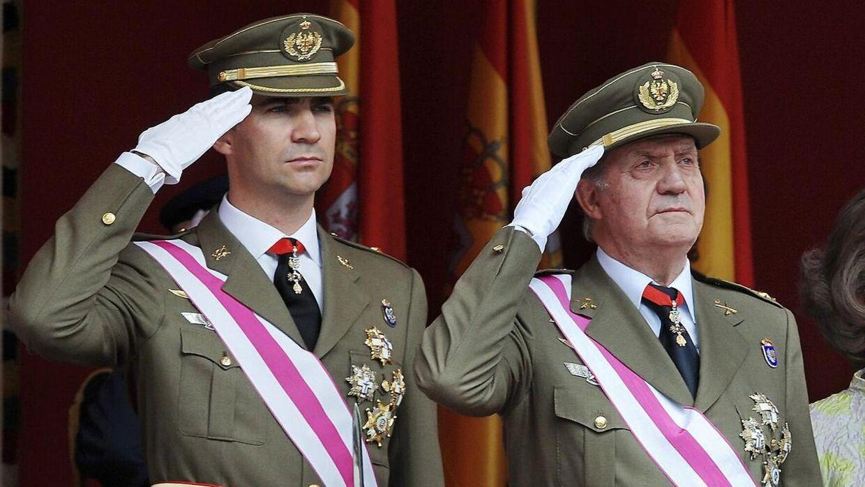 Juan Carlos fotograferet i 2008 med sin søn Felipe, der i dag er konge er Spanien – og i modvind på grund af farens seneste skandale.