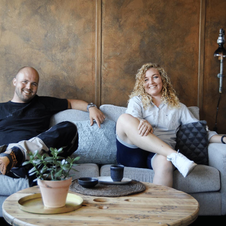 Palle fra Kabeltromlen og Lisbeth fra WallPipe er gået sammen i et nyt produktsamarbejde, der blandt andet indeholder dette sofabord.
