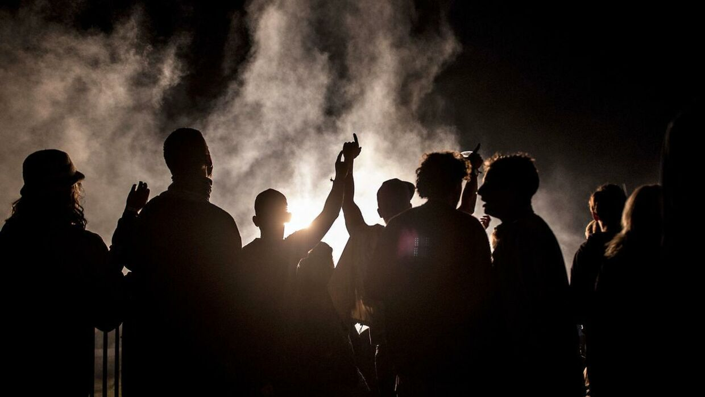Flere hundrede unge samledes natten til søndag ved en stor fest på Refshaleøen i København. Billedet er hentet i arkivet og viser ikke den omtate fest. (Arkivfoto)