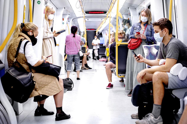 Et landsdækkende krav om mundbind i den offentlige transport trådte i kraft lørdag 22. august 2020. Metroen lørdag formiddag.