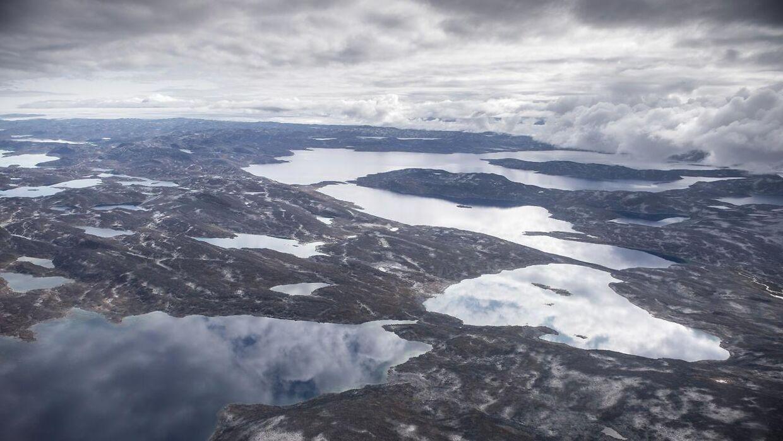 (ARKIV) Indlandsisen nær Nuuk i Grønland, søndag den 18. august 2019. Det bliver hvert år varmere i Grønlands kystområder. Varmen øger afsmeltningen af isen, og isen kan ikke gendanne sig, advarer forskerhold. Ritzau Scanpix.